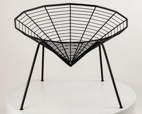 灵感源于蜘蛛的简约黑色座椅